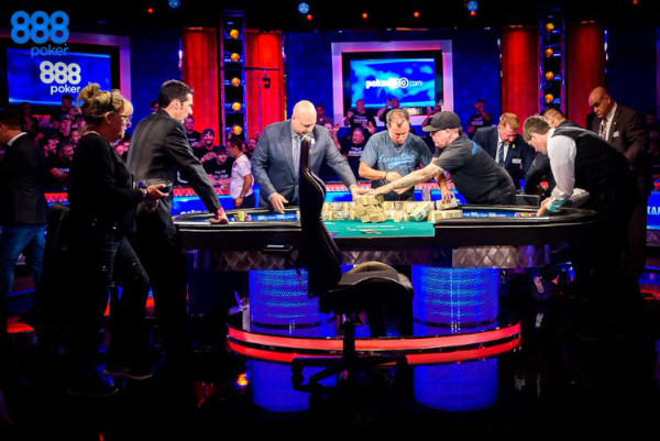 Mesa final del Main Event de las World Series of Poker 2019